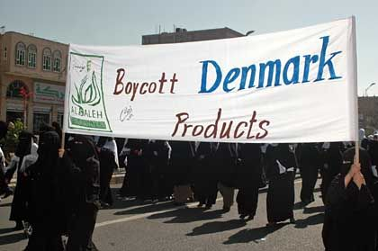 Yemeni women hold up banners calling for a boycott of Danish products.