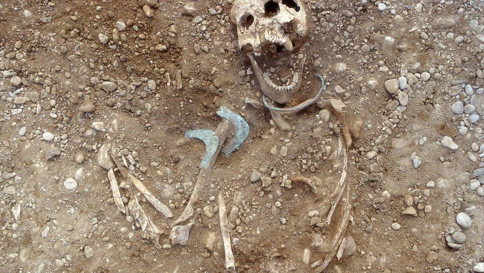 Skelett einer Frau, die nicht aus der Region des Lechtals stammt