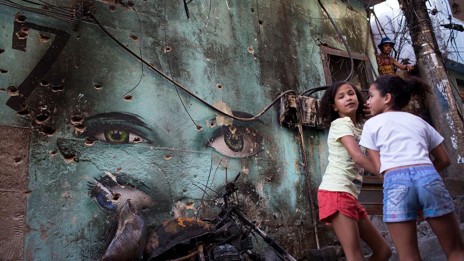 Kinder in einem Slum in Rio de Janeiro