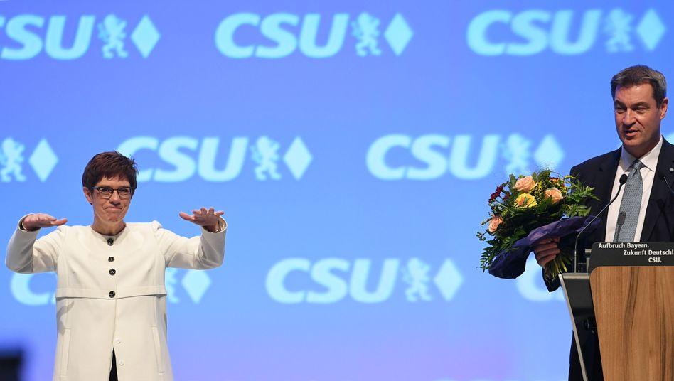 """Annegret Kramp-Karrenbauer und Markus Söder: """"Wir halten zusammen"""""""