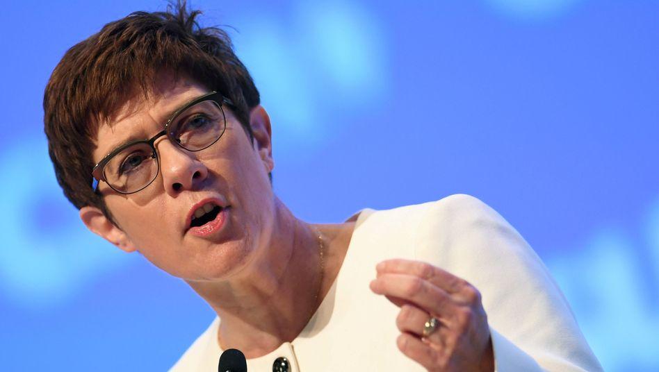 Annegret Kramp-Karrenbauer schlägt eine Sicherheitszone vor: Gut, dass eine Initiative aus Deutschland kommt
