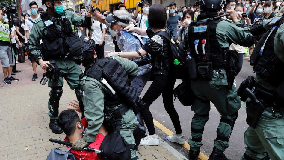 Polizei und Demonstranten in Hongkong