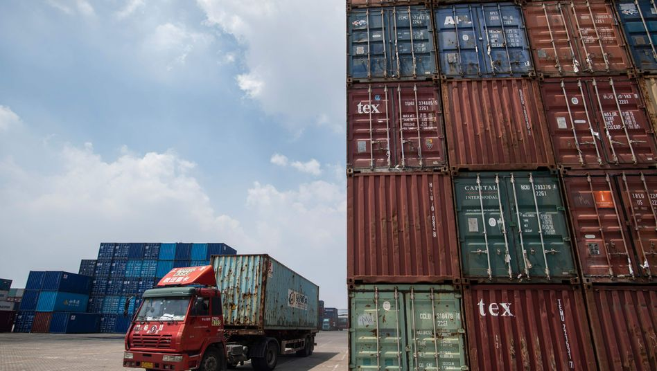Container am Hafen in Zhangjiagang, China