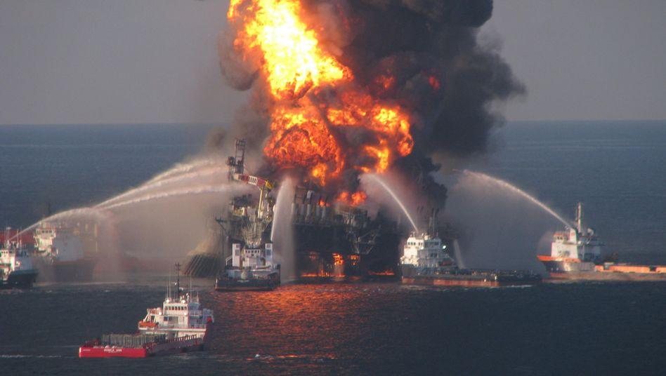 """Brennende """"Deepwater Horizon"""": Hauptschuld trägt Energiekonzern BP"""