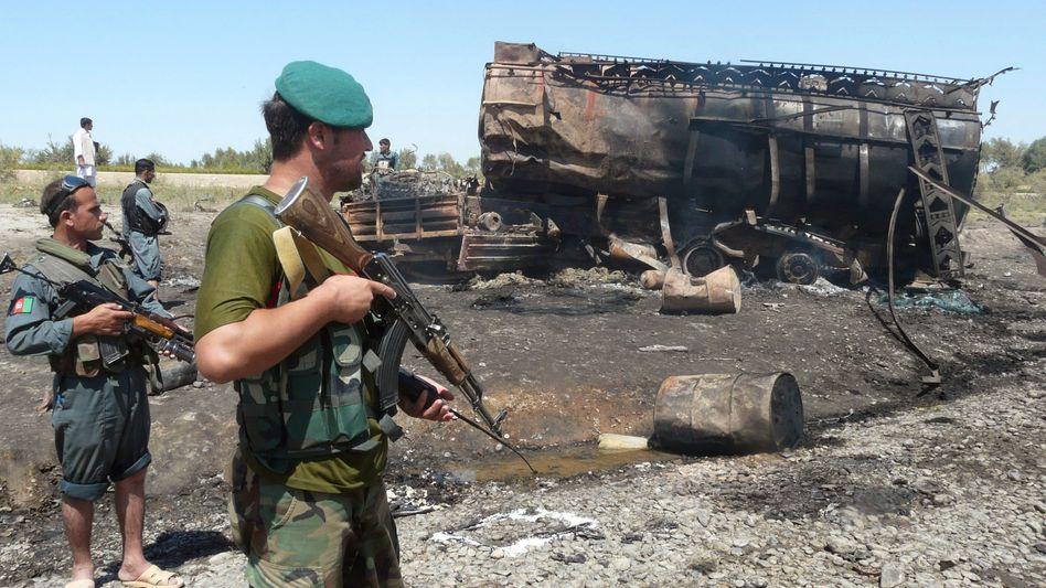 Ausgebrannter Tanklastwagen nach Bombenangriff: Was wusste das Kanzleramt?
