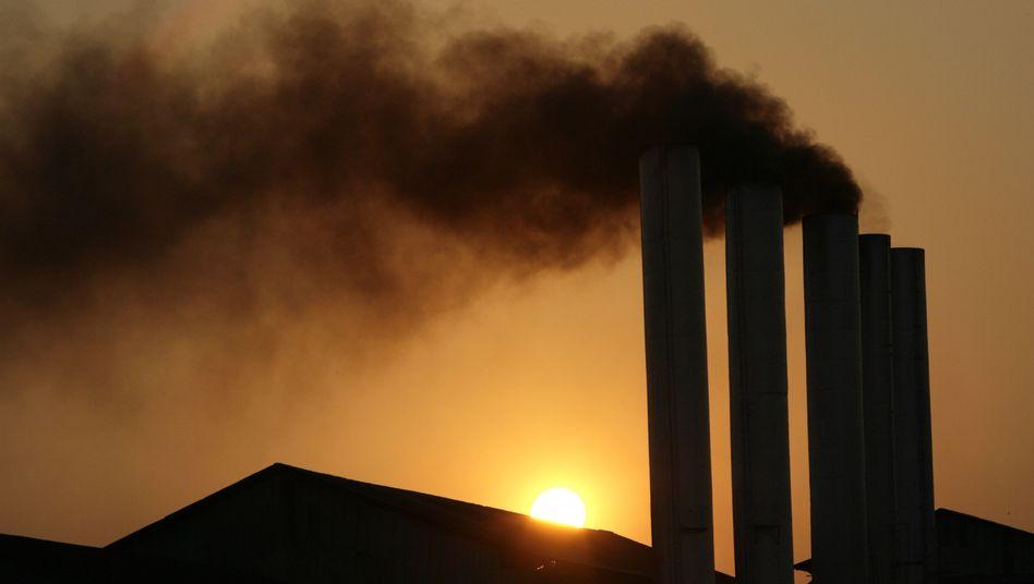 Fabrikschornsteine: Modelle zur Klimawirkung von Treibhausgasen weitgehend korrekt