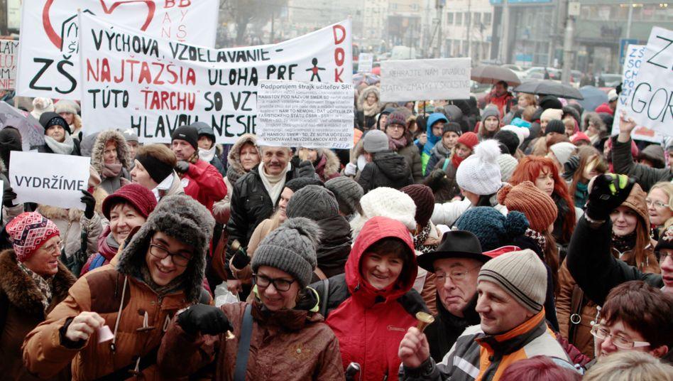 Streik in der slowakischen Hauptstadt Bratislava: Lehrer und Profs fordern mehr Geld für Bildung