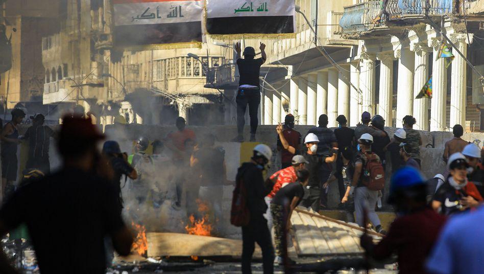 Auch nahe des Tahrir-Platzes in Bagdad kam es zu schweren Auseinandersetzungen zwischen Sicherheitskräften und Demonstranten