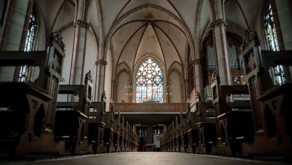 Kirche in Oberhausen-Osterfeld: Für viele Gläubige ist der Wegfall der Gottesdienste ein schmerzlicher Verlust