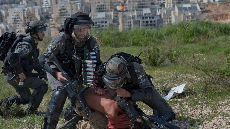 Grenzschützer bei Demonstration in Bil'in