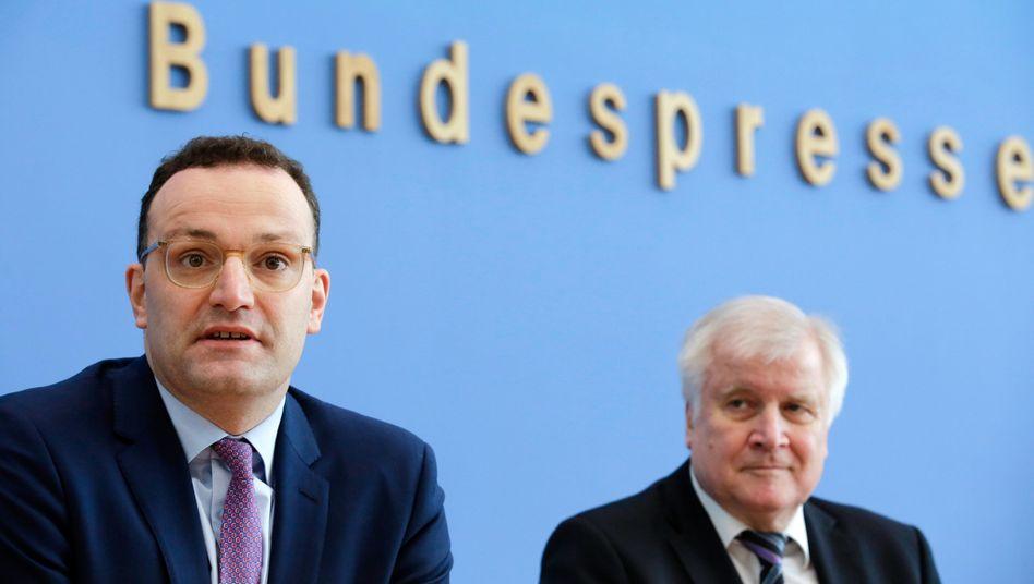 Gesundheitsminister Jens Spahn und Innenminister Horst Seehofer informieren über den Corona-Krisenstab