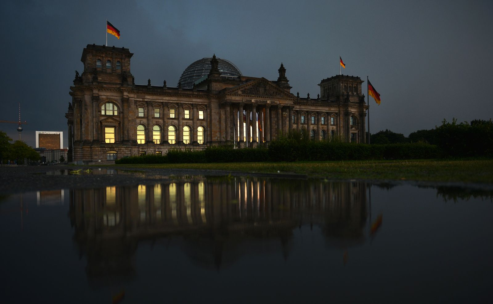 NICHT VERWENDEN Reichstag / Gewitterstimmung