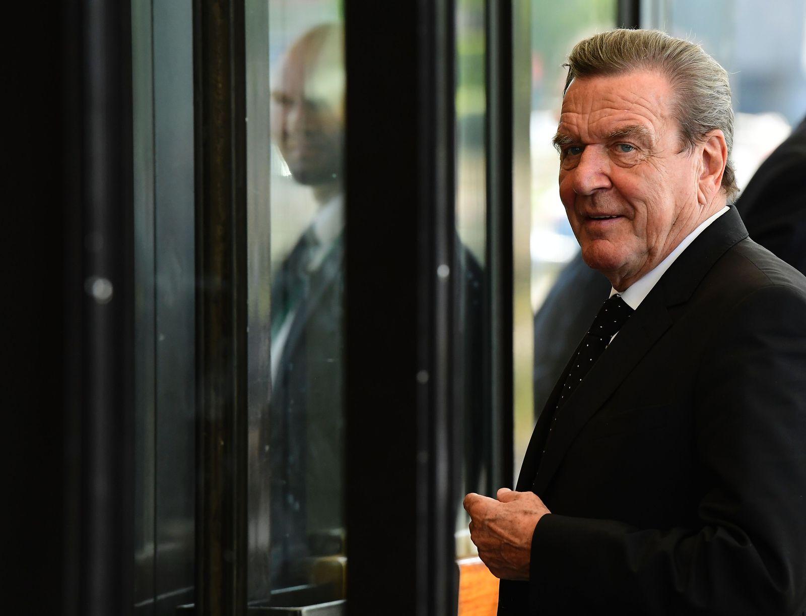 Politik in die Wirtschaft / Gerhard Schröder