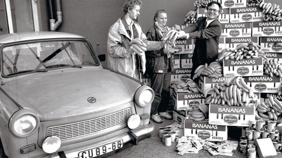 Bananenverteilung an Ostdeutsche 1989