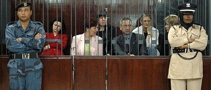 """Ashraf al-Hazouz in court with the five accused Bulgarian nurses: """"Sometimes we were tortured in the same room."""""""