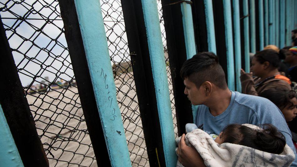 Mexikanische Migranten an der Grenze in die USA