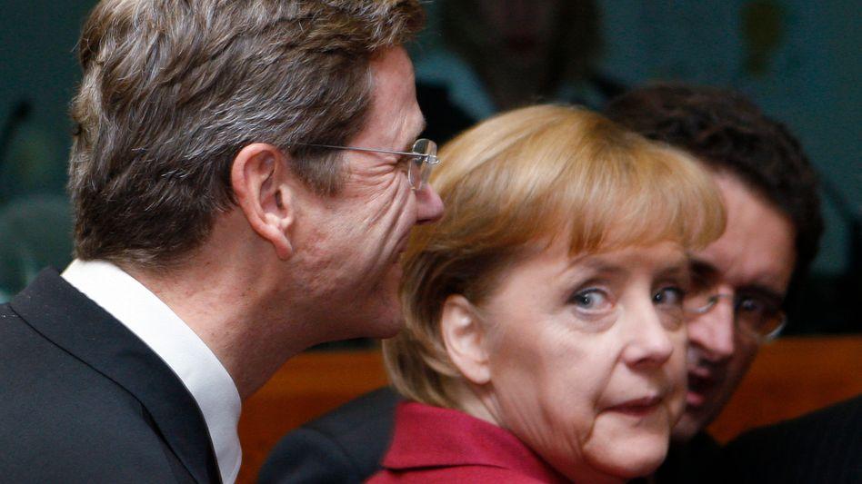 """Merkel mit Außenminister Westerwelle: """"Das ist sicherlich weniger der Duktus der Kanzlerin"""""""