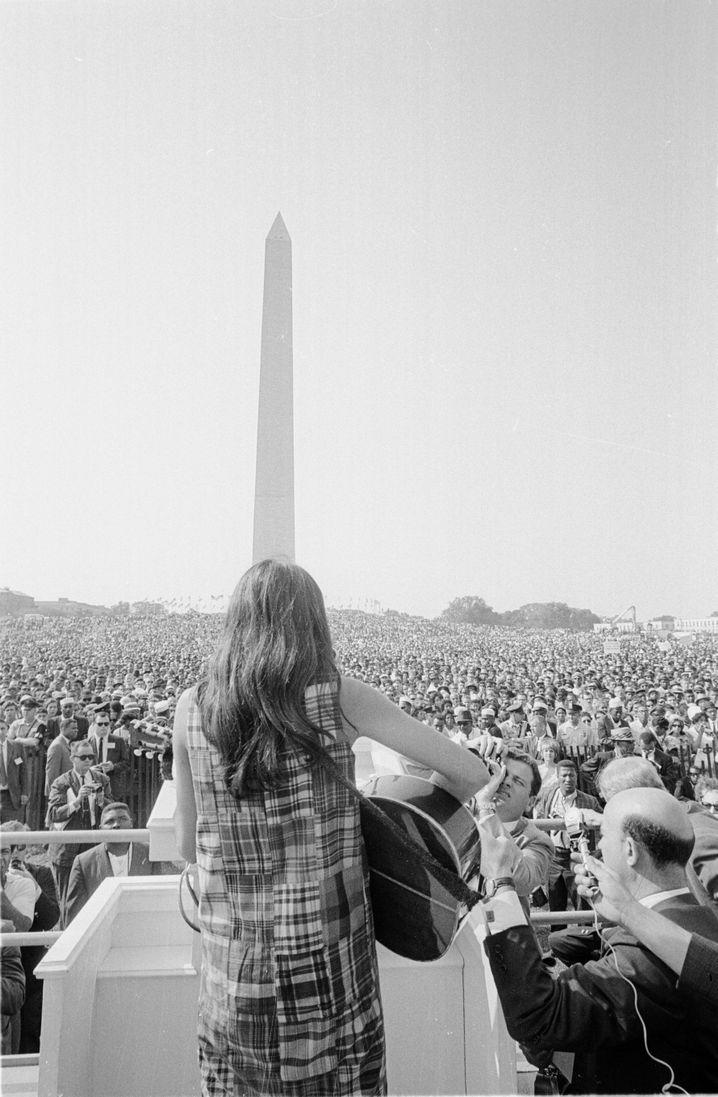 """Protestsängerin Baez 1963 beim Marsch auf Washington: """"Ein heutiges 'We shall Overcome' ist unmöglich"""""""
