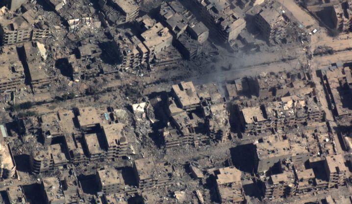 """Dieses """"Tornado""""-Aufklärungsbild zeigt einen Teil der syrischen Stadt Deir al-Sor am 24. März 2016."""
