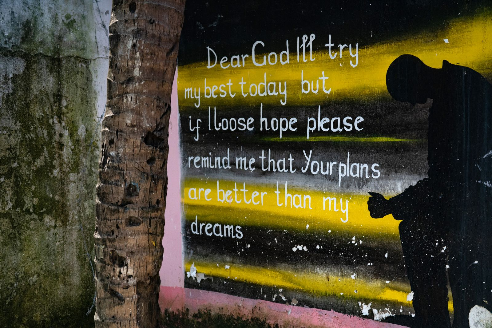 Soberhouse3 Ein Gebet an der Außenwand eines Sober Houses