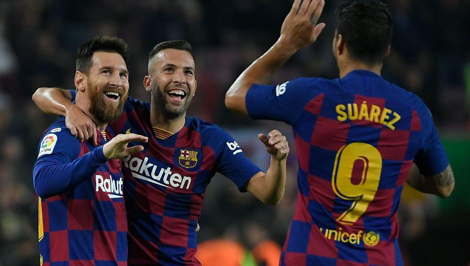 Lionel Messi, Jordi Alba und Luis Suárez (v.l.n.r.) hatten sich nicht auf eine Gehaltskürzung einigen können