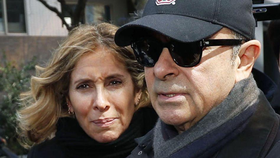Carlos Ghosn mit seiner Frau Carole im März 2019 in Tokio: Pressekonferenz am Mittwoch