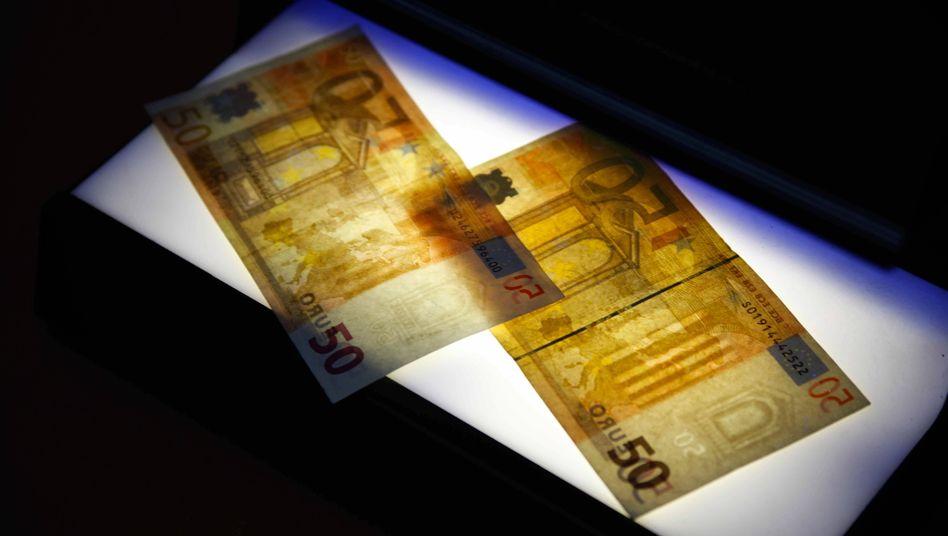 Gefälschte 50-Euro-Scheine (Archivbild)