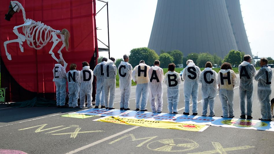 Seit 1984 am Netz: Protest vor dem AKW Grohnde