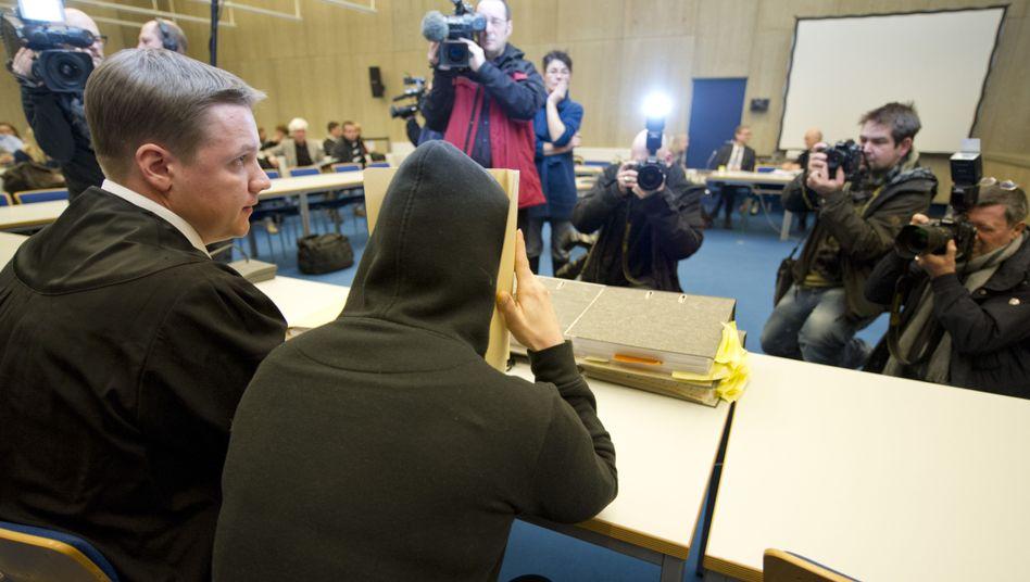 """Nathalie B. mit ihrem Verteidiger Steffen Lindberg: """"Sie hofft auf einen Neubeginn"""""""