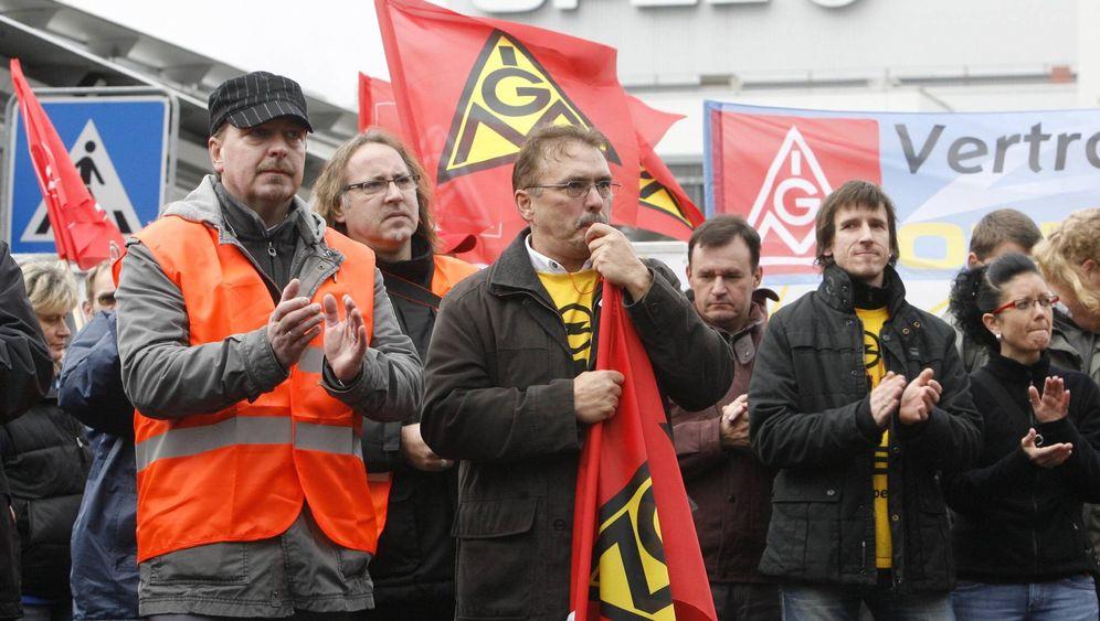 Protest: Opelaner rebellerien gegen Mutterkonzern