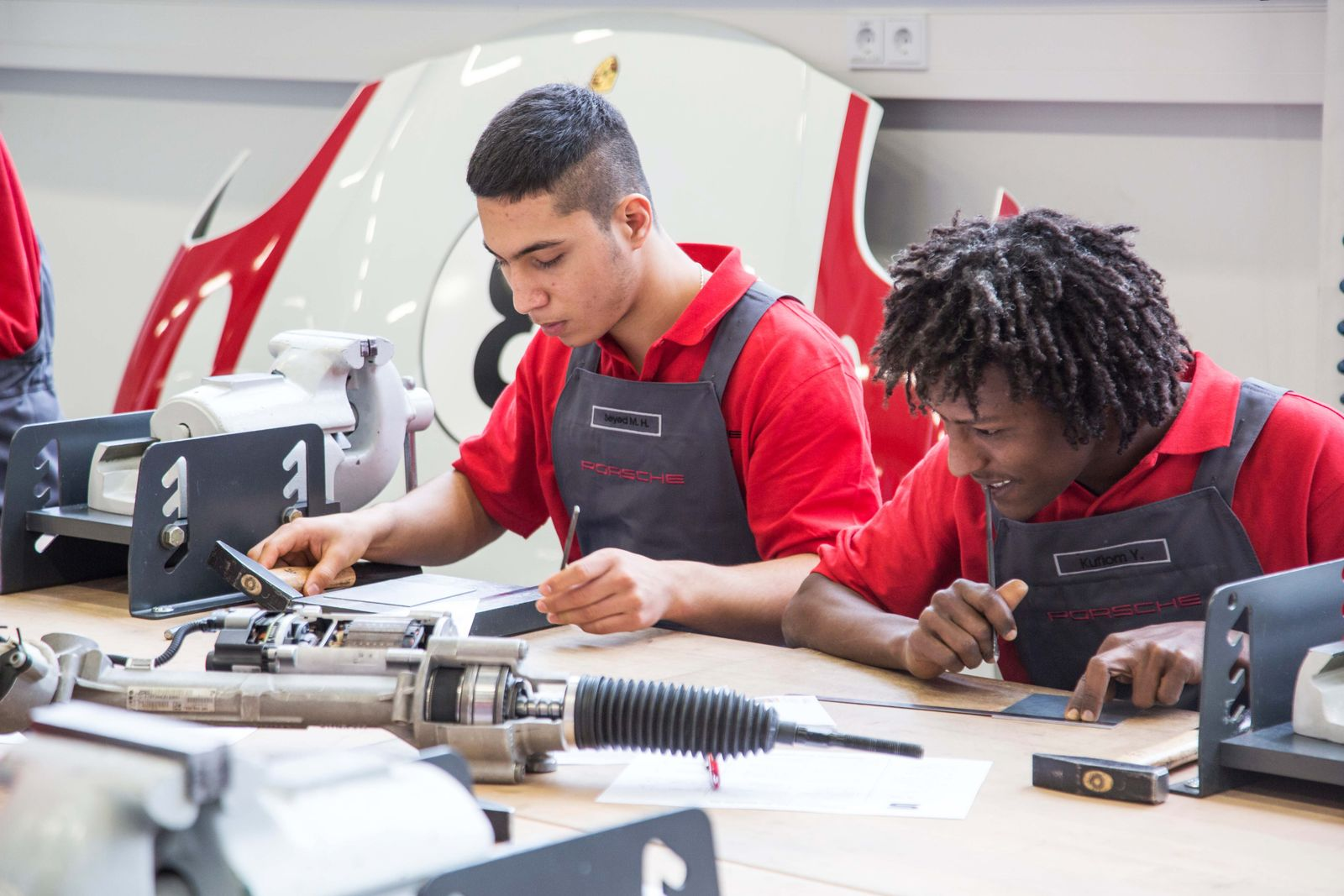 Flüchtlinge / Porsche / Job / Ausbildung