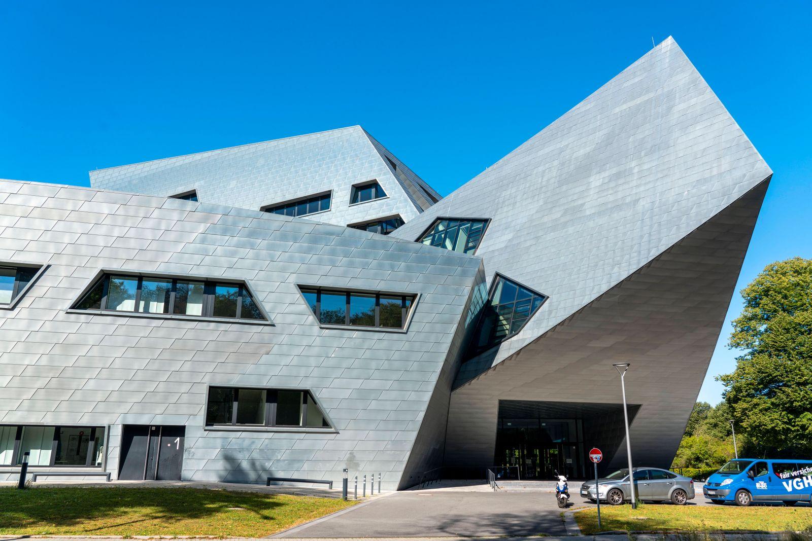 Die Leuphana Universität Lüneburg, Zentralgebäude, von Daniel Libeskind entworfen, Niedersachsen, Deutschland, Lüneburg