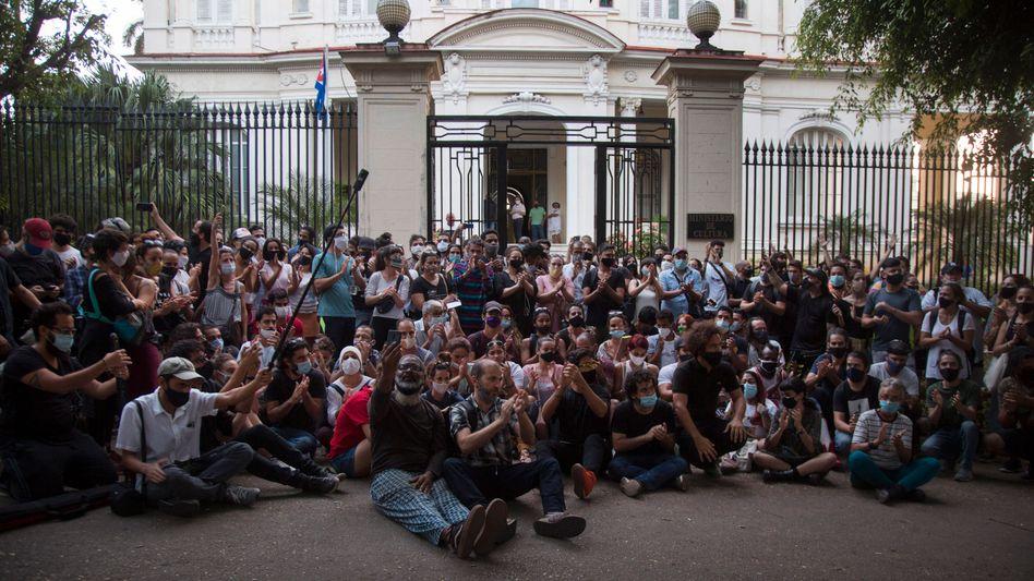 Künstlerprotest vor dem Kulturministerium in Havanna im November: »In eine politische Bewegung verwandelt«