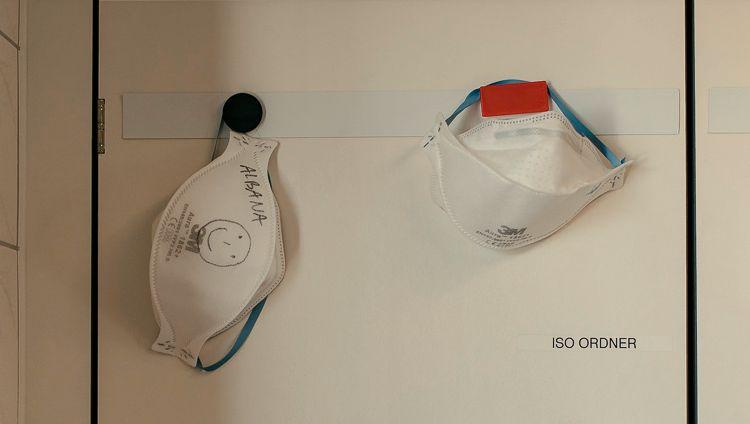 Auf der Intensivstation dürfen FFP2-Atemschutzmasken nicht mehr wie bisher nach einem Patientenkontakt weggeworfen werden.