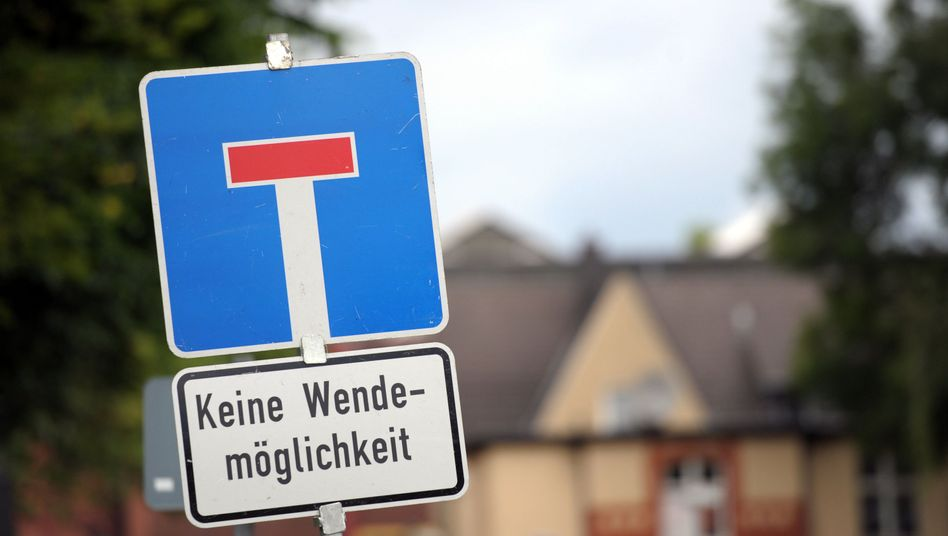 """""""Dead End"""" sign in the district in Bochum where Sami A. lives."""
