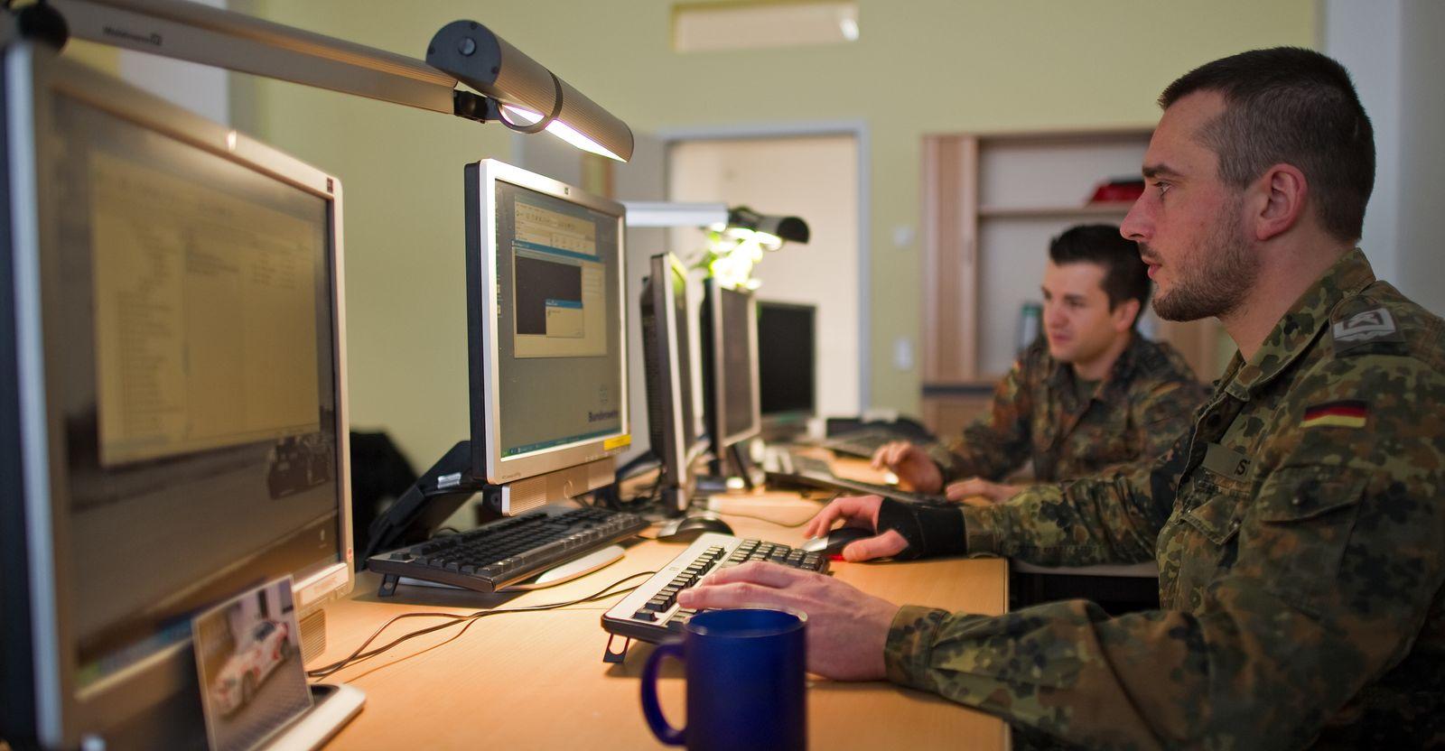 Cyber-Armee/ Computerzentrum/ Bundeswehr