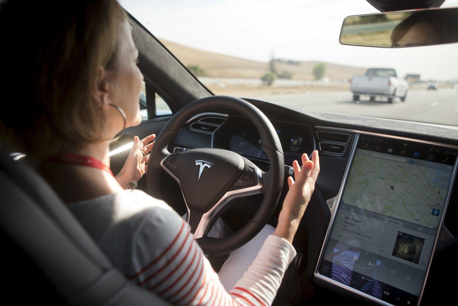Tesla / Autopilot