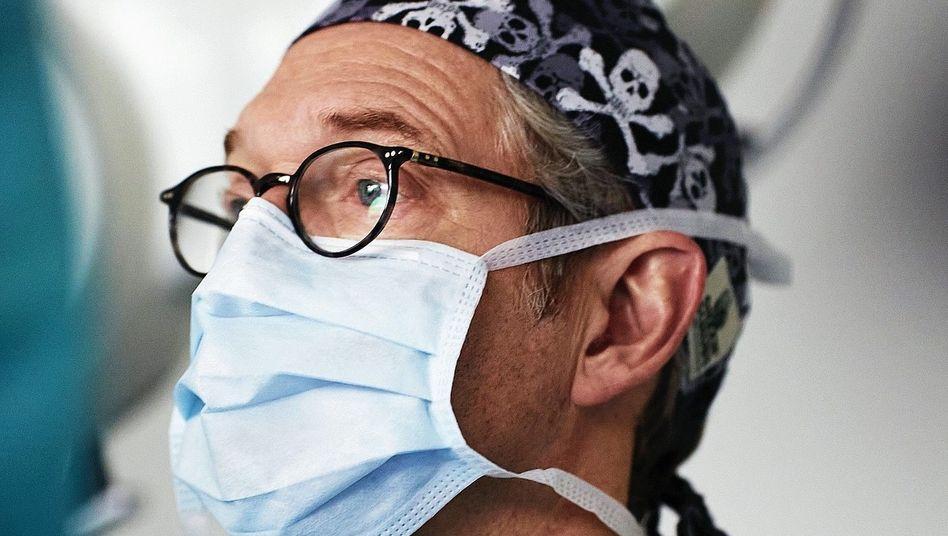 Unfallchirurg Gassen:»Wir werden uns an ein Leben mit dem Virus gewöhnen müssen«