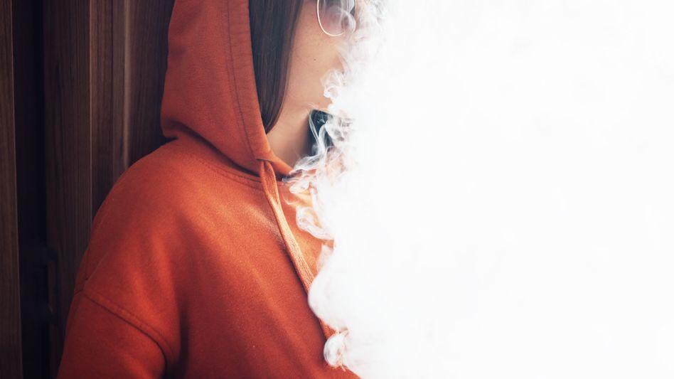 In den USA ködern E-Zigaretten vor allem Jugendliche, sie sind auch von einem aktuellen mysteriösem Krankheitsausbruch betroffen