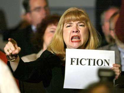 9/11-Ausschuss: Sally Regenhard protestiert gegen Giuliani