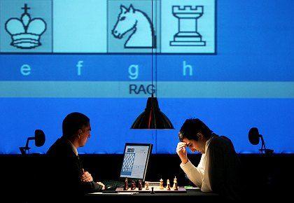 Wladimir Kramnik (rechts): Eine Million Euro locken, aber dafür muss er das Match gewinnen