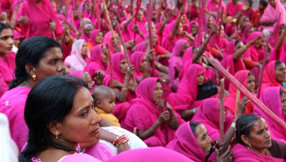 Gulabi Gang in Indien: Eine Bande von Frauen macht mobil
