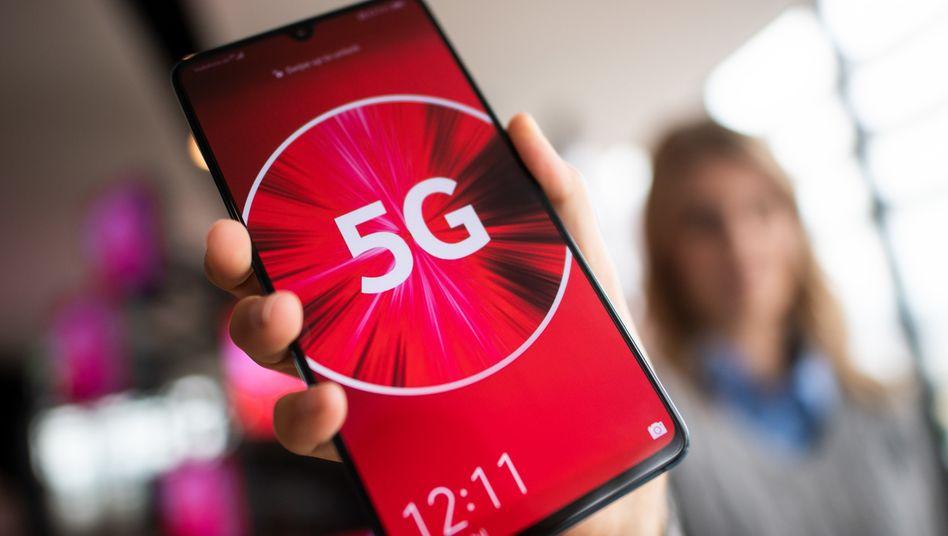 Vodafone-Mitarbeiterin (in Düsseldorf): Das 5G-Zeitalter beginnt