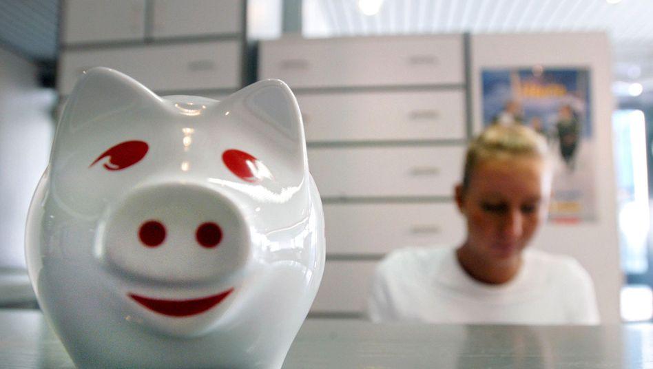 Sparschwein in einer Arztpraxis: Sozialausgaben steigen um 35 Milliarden Euro