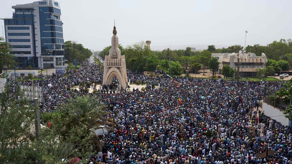 Massendemonstration in Malis Hauptstadt Bamako am 5.April