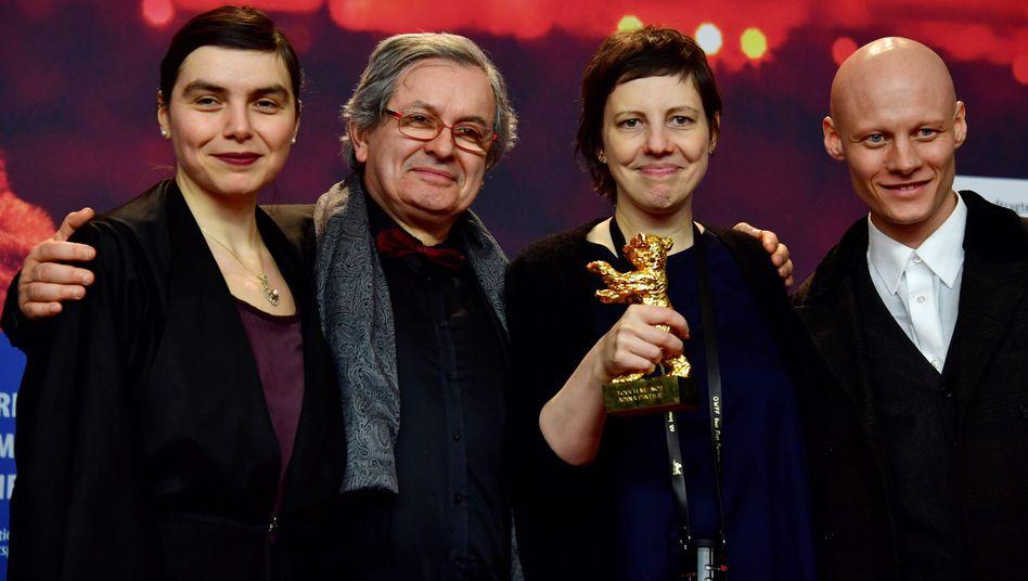 Regisseurin Adina Pintilie (3.v.l.)