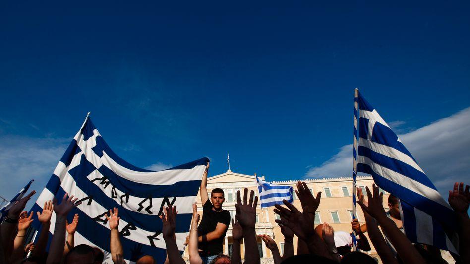 """Demo gegen Sparpolitik und Korruption in Athen (Archiv): """"Wichtige Posten stärker nach Kompetenz besetzen"""""""