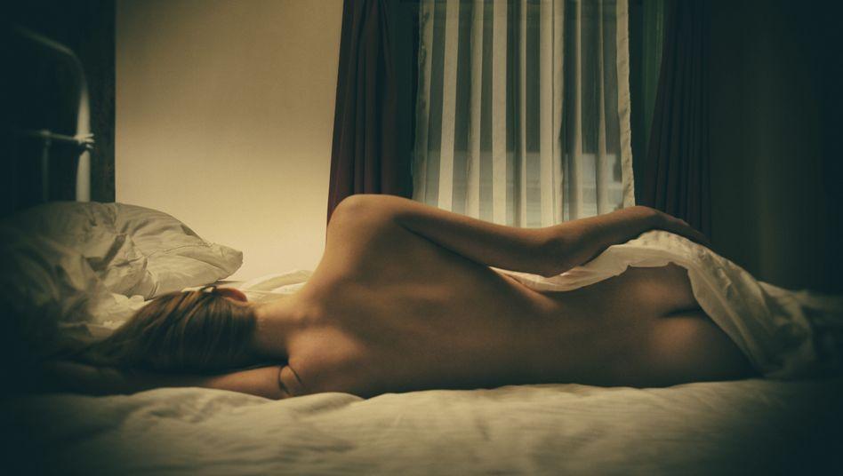 Frau im Bett: Für die Mehrzahl der Sachverständigen überwog der Nutzen des Medikaments