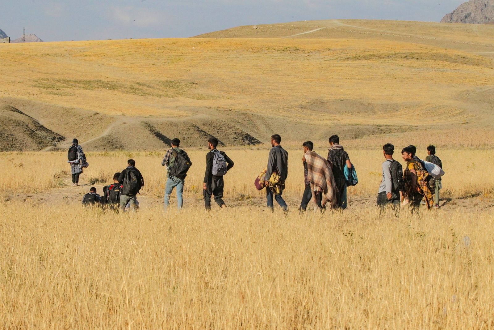 Afghan irregular migrants claim Iranian soldiers beat and leave them at Turkish border