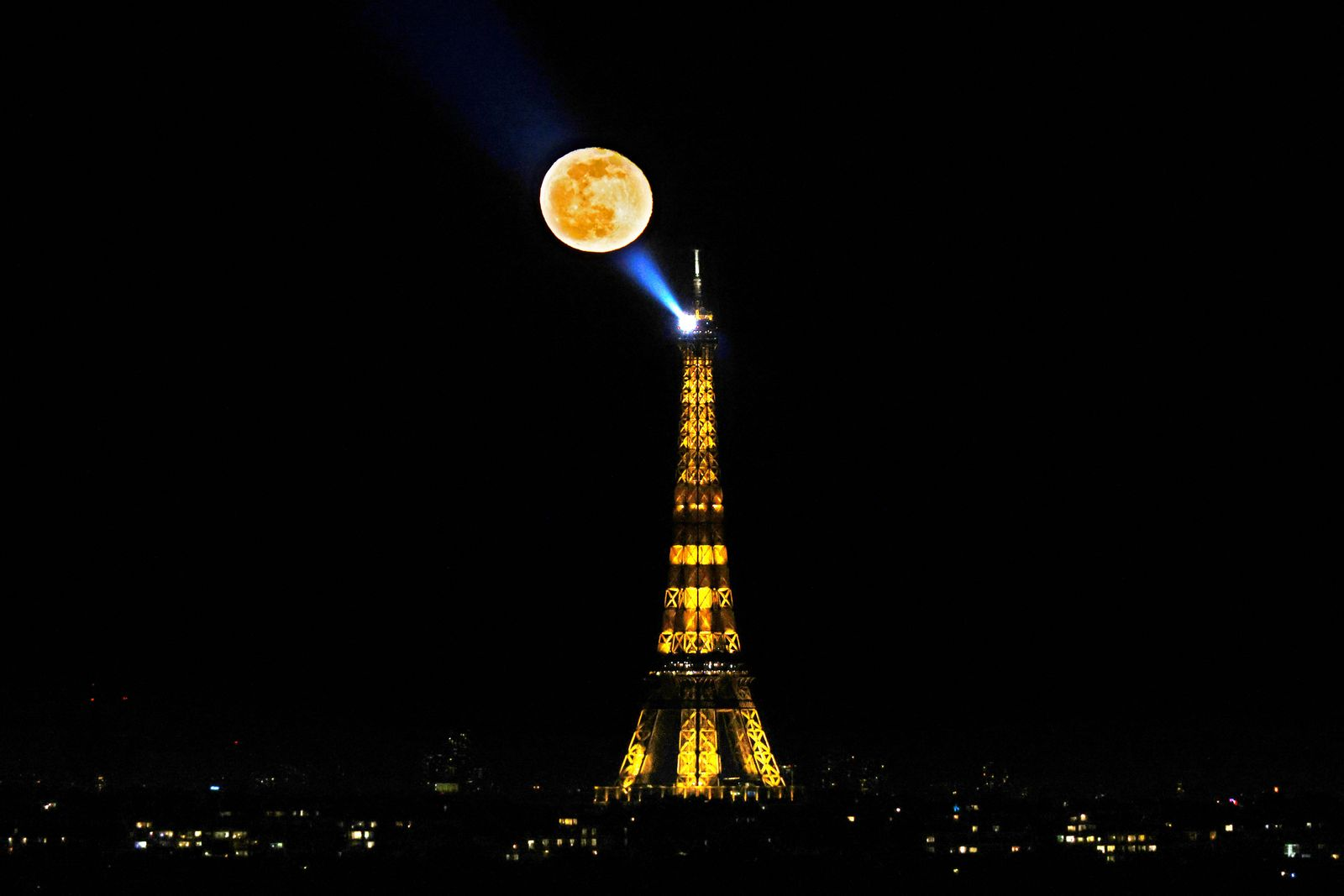 TOPSHOT-FRANCE-PARIS-MOON